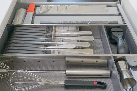 OrgaNiced Lade-indelingen met messenhouder en foliesnijders